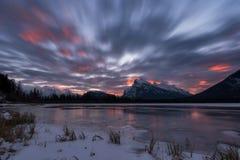 在银朱的湖/加拿大的日出 库存图片