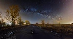 在银河下的休息 免版税库存图片
