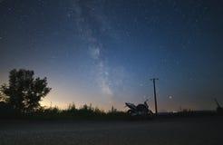 在银河下的自行车 免版税图库摄影