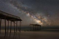 在银河星系下的Frisco码头 免版税库存图片