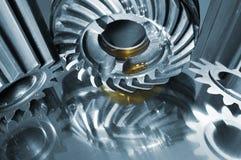 在银灰色反映的钢齿轮 免版税库存照片