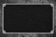 在银色金属框架的黑皮革背景 免版税库存照片