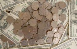 在银行美元、投资和企业想法背景的硬币  免版税图库摄影