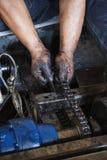 在链子期间维护的手  免版税图库摄影