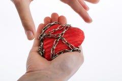 在链子的心脏 免版税库存图片