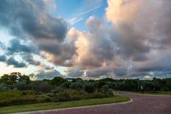 在链接高尔夫球场庄园的日落在圣法兰西斯 免版税库存照片