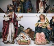 在销售中的圣洁家庭在圣诞节市场上 库存图片