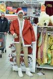 在销售中的圣诞老人服装 免版税库存照片