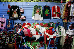 在销售中的圣诞节套头衫 免版税库存图片