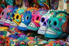 在销售中的墨西哥头骨在街市上在圣米格尔德阿连德,墨西哥 免版税库存图片