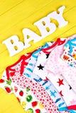 在销售中的婴孩有机衣裳 库存照片