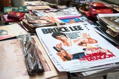 在销售中的李小龙海报在上部拉斯卡尔火山荡桨街市,上环,香港 免版税图库摄影