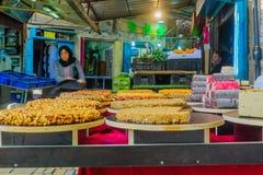 在销售中的甜点在市场上,在英亩Akko 库存图片