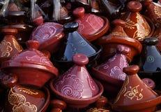 在销售额中的摩洛哥装饰tajines 免版税库存图片