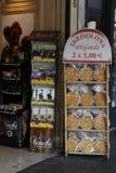 在销售,曼托瓦意大利中的Sbrisolona蛋糕 库存照片