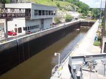 在锁和水坝的独木舟 库存图片