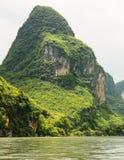 在锂河瓷的石灰岩地区常见的地形山 免版税库存图片