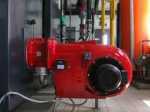 在锅炉室供气boiIndustrial蒸汽锅炉和强有力的涡轮气体burnerslers在燃气锅炉室 库存照片