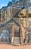 在锡吉里耶,斯里兰卡的狮子爪子岩石入口 免版税库存照片