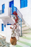 在锡弗诺斯岛海岛上的传统希腊胡同 库存照片
