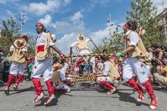 在锡德自由镇del Penedes Festa少校内的Cercavila表现 免版税库存照片