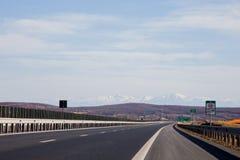在锡比乌罗马尼亚附近的高速公路 免版税库存图片