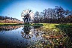 在锡比乌,特兰西瓦尼亚,罗马尼亚附近的传统风车 免版税图库摄影