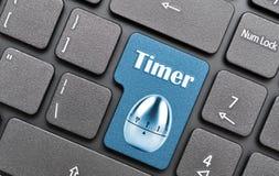 在键盘的定时器钥匙 免版税库存图片