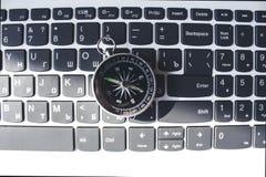 在键盘的指南针 免版税库存图片