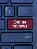 在键盘的网上回顾词 免版税图库摄影