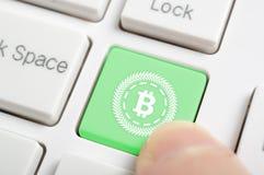 在键盘的Bitcoin 免版税库存照片