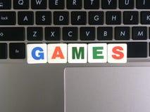 在键盘背景的文字游戏 库存照片