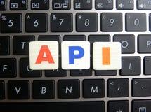 在键盘背景的简称API 免版税库存照片