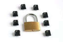 在键盘键书面的挂锁口令附近 免版税库存图片