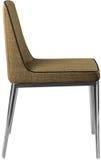 在镀铬物腿的设计师棕色用餐的椅子 在白色背景隔绝的现代软的椅子 免版税库存照片