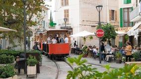 在镇中心的历史的电车在索勒,马略卡 免版税库存照片