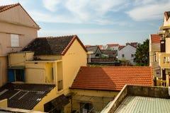 在镇的屋顶上 库存照片