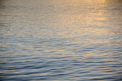 在镇静海洋的日落 免版税库存图片