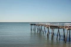 在镇静蓝色海的木跳船 免版税库存照片