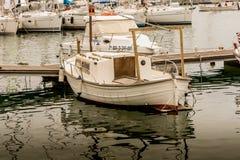 在镇静水的小船 图库摄影