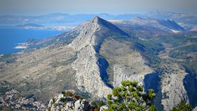 在镇OmiÅ ¡顶部,克罗地亚 免版税图库摄影