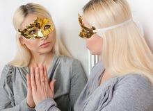 在镜子的被掩没的妇女反射 图库摄影