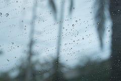 在镜子的雨珠 免版税库存图片