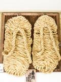 在镰仓寺庙的菩萨的凉鞋 免版税库存照片