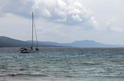 在长岛海湾的帆船在Sakarun在克罗地亚 免版税库存照片