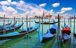 在长平底船、大运河和圣乔治Maggiore教会的看法 免版税库存图片