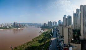 在长江的两边重庆朝天门长江桥梁 库存图片