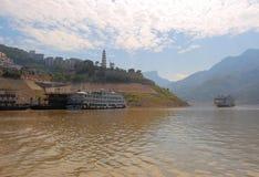 在长江的小船 图库摄影