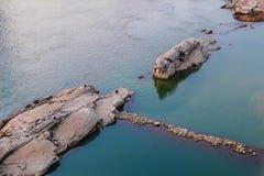 在长江的礁石 库存图片