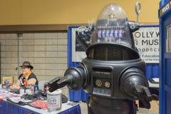 在长滩可笑的商展期间的禁止的行星机器人 库存图片